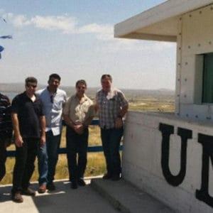 Zufriedenes UN-Personal nach der Installation der Schutzelemente