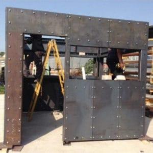 Konstruktion von Stahlpanzerung mit den genauen Abmessungen der Zieleinheit, in der Fabrik