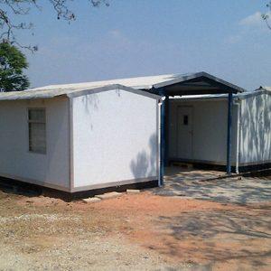 32 doppelte, mobile Kliniken für Bereiche mit moderatem Anteil an Erkrankten