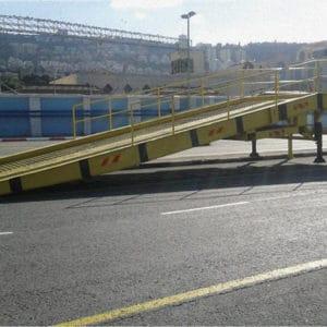 Spezielle breite Rampe zum Be- und Entladen von Schiffen in Haifa